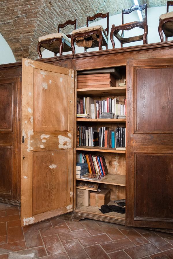 Grande armadio in pioppo a quattro ante - Margheri Antichità